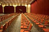 Stühle im Konferenzraum — Stockfoto