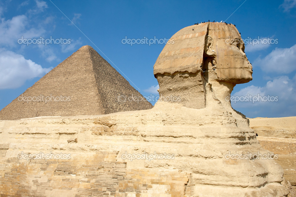 Sphinx and pyramid in Egypt — Stock Photo #1694058
