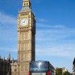 Double-decker bus on Westminster bridge — Stock Photo
