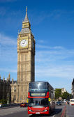 Double-decker bus on Westminster bridge — Stockfoto