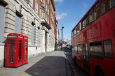 London telephone and double-decker bus — Stockfoto