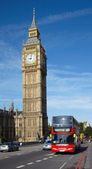 Double-decker bus near of Big Ben tower — Stockfoto