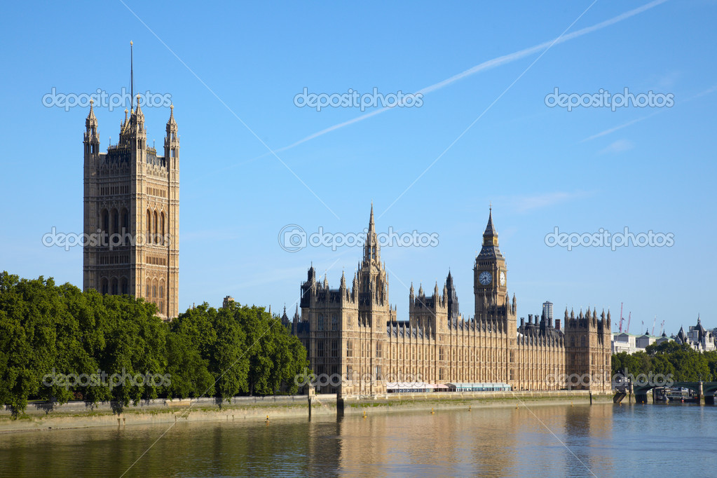 House of parliament and Big Ben tower in London — Stock Photo #2186281