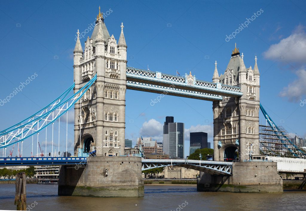 Tower bridge over Thames river in London — Stock Photo #2209232