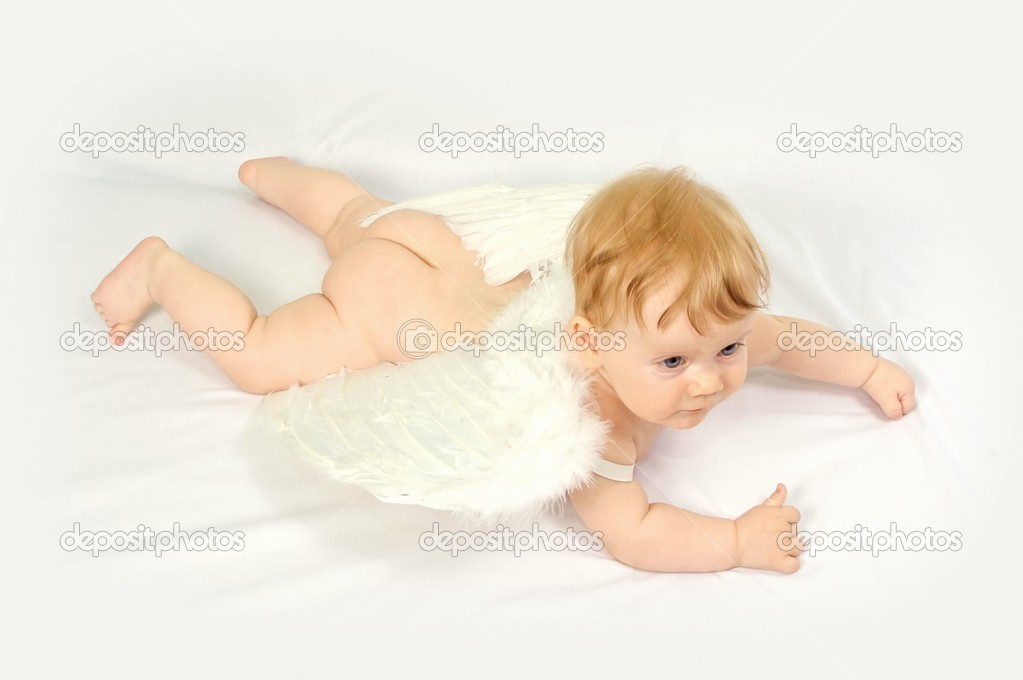 Flying baby angel with wings — Foto de Stock   #1509778