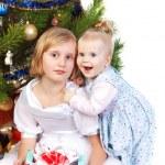 holčička objímání její sestra — Stock fotografie