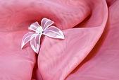 Ροζ φόντο με ένα λουλούδι — Φωτογραφία Αρχείου