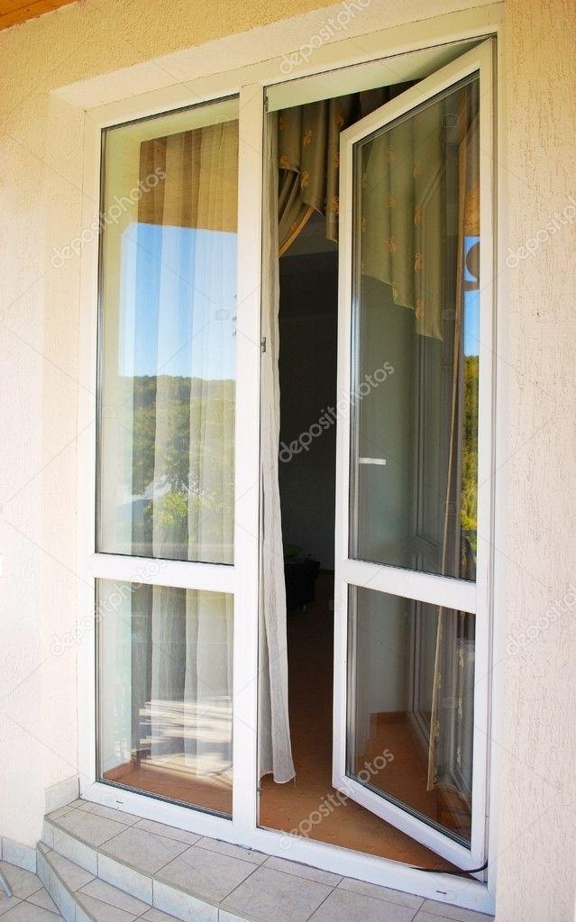 Балконные двери.