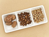 Coriander, black pepper seeds and nutmeg — Stock Photo