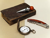时钟和书 — 图库照片