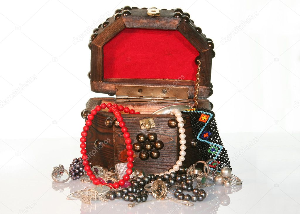 TREASURE CHEST wooden  small box with jewelry  — Stock Photo #1500803