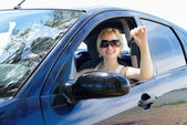 Woman stretches out his hand with the car keys — Stock Photo
