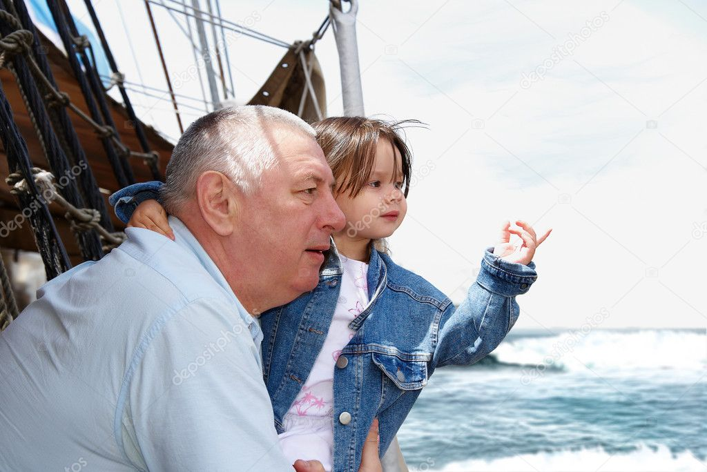 Father and daughter on the deck looking to the sea — Stock Photo #1506353