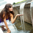 Beautiful girl enjoy the cool water — ストック写真