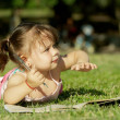 Girl paints in a park — Stock Photo