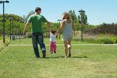 семья в парке — Стоковое фото