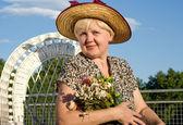 Mulher bonita com as flores — Foto Stock