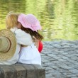 Boy and girl sitting in park - Foto Stock