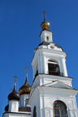 The white church with golding domes — Stock Photo