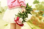 Dívka s květinami — Stock fotografie