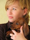 一只狗的女孩 — 图库照片