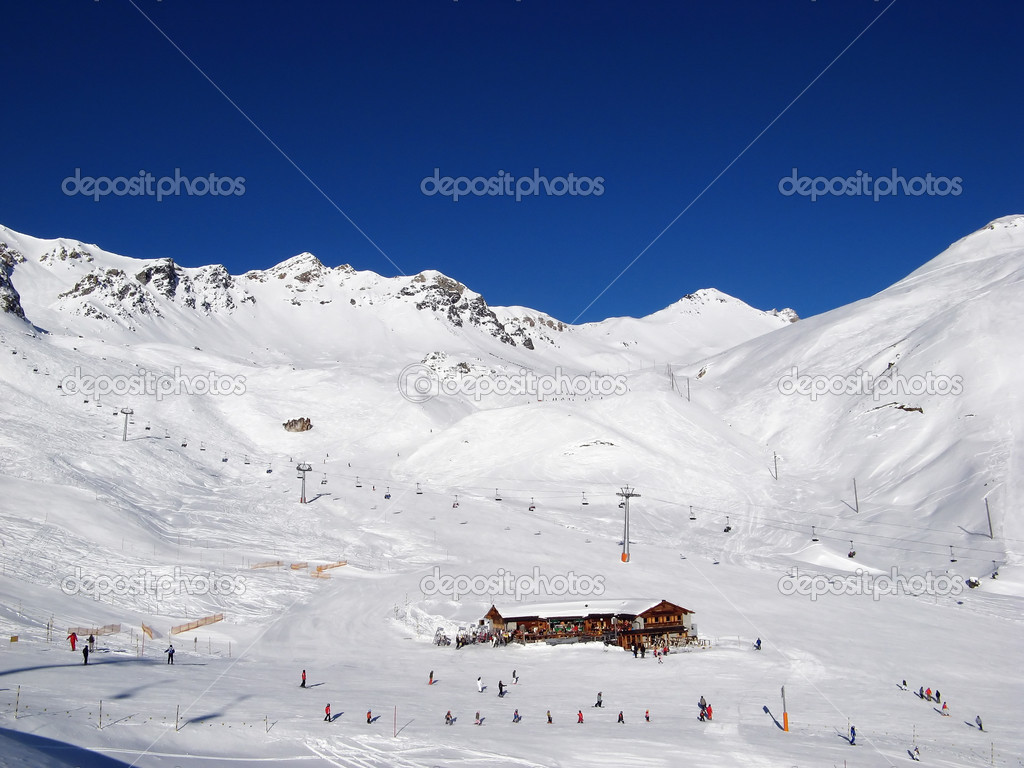 Scuol skiing resort in swiss alps — Stock Photo #1526245