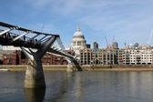 Millenium bridge in London (UK) — Stock Photo