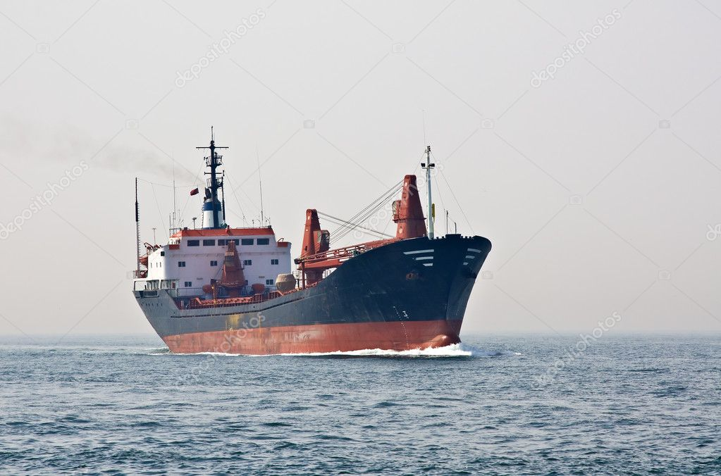 Cargo ship sailing the sea — Stock Photo #1609486