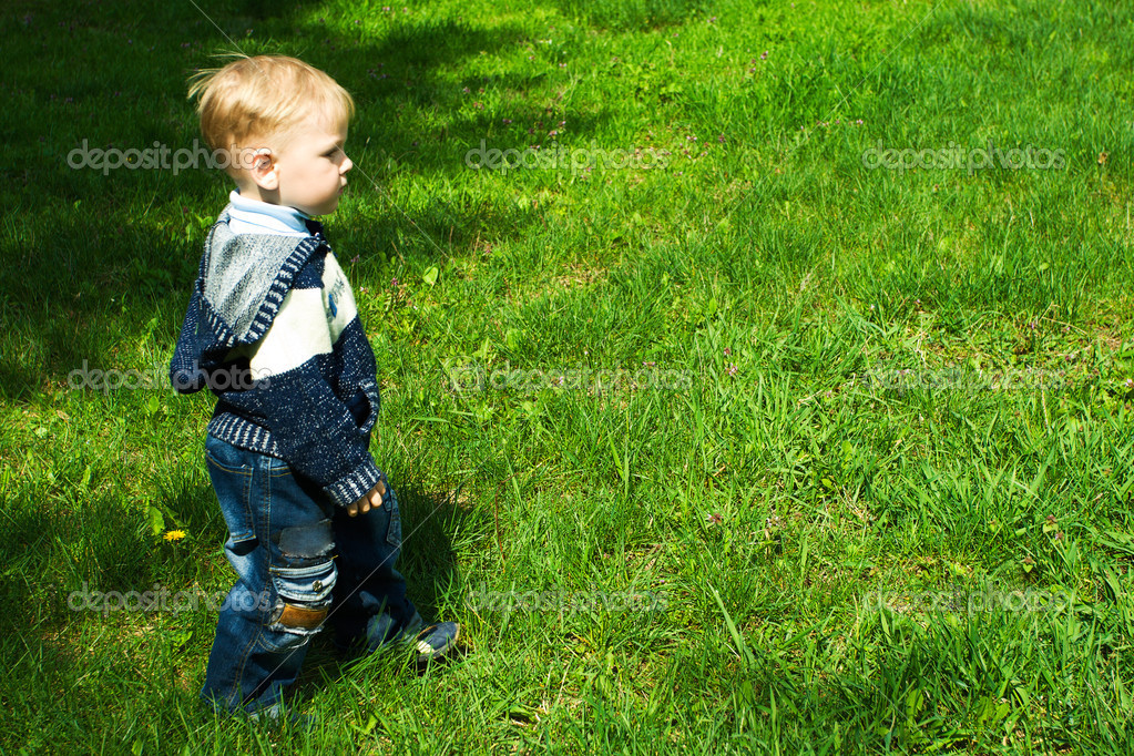 Walking child on grass — Stock Photo #1593624
