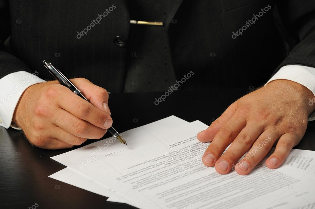 The businessman the signing contract. Hand closeup. — Stock Photo #1525872