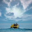 Boat at ocean and sunset — Stock Photo