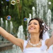 The bride and soap bubbles — Foto de Stock