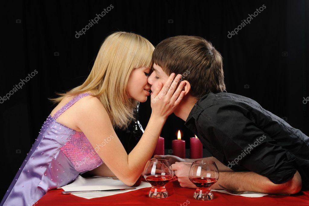 Страстное свидание молодой пары 4 фотография
