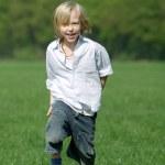 liten pojke skrattar — Stockfoto