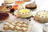 Cake buffet with various cakes — Stockfoto