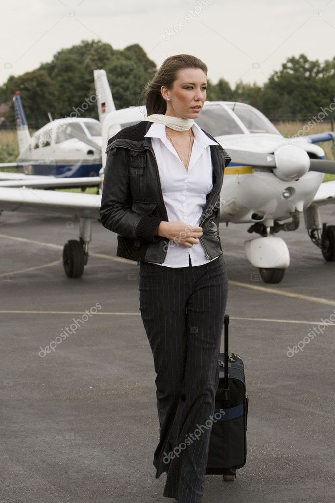 A young businesswomen at the airport in front off a private airplane — Stock Photo #2580733