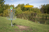 Frisbee Golf Target with Disc — Stock Photo