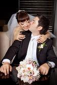 Groom kissing bride in the cheek — Foto de Stock
