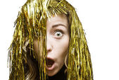 Bionda sorpreso in parrucca orpello — Foto Stock