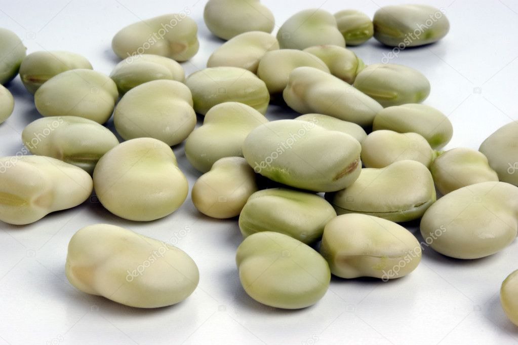 Organic broad beans and a white background — Stock Photo #1538903