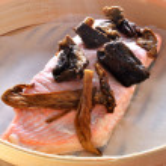 Steamed organic wild salmon steak — Stock Photo #1544955