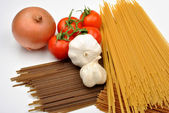 Home made basil spaghetti — Stock Photo