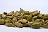 Whole organic cardamom — Stock Photo