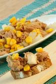 Fresh and delicious tuna salad — Stock Photo