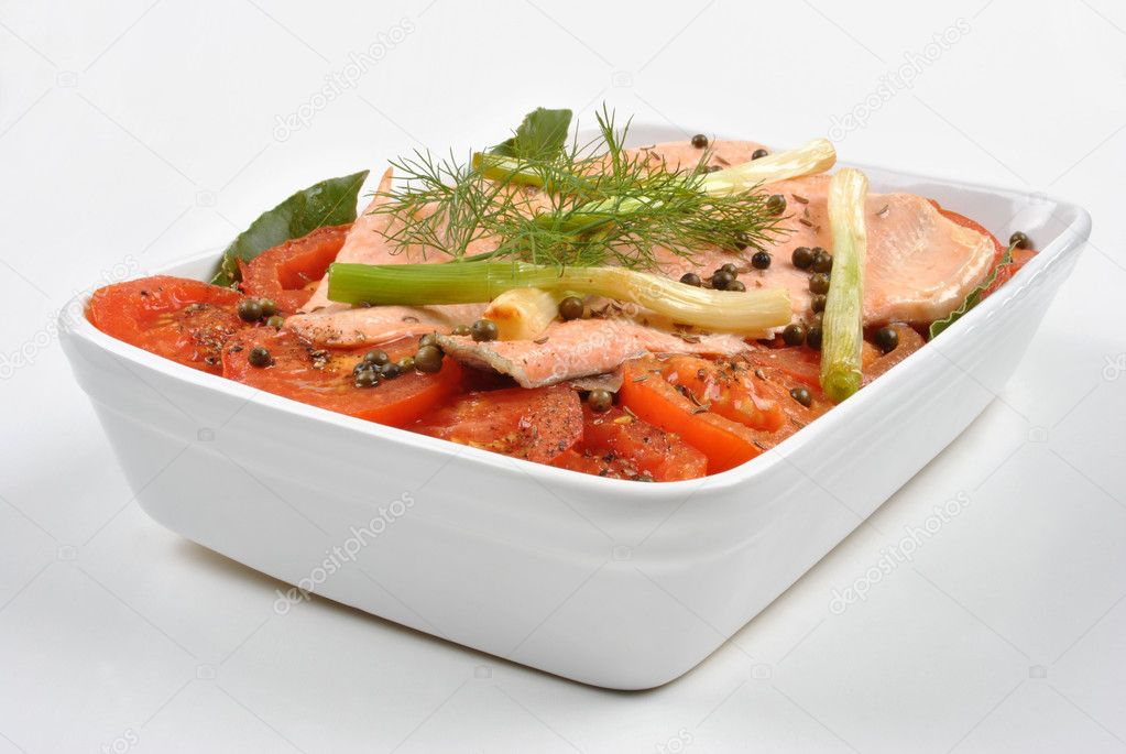 Steamed trout with organic tomato in a bowl — Stock Photo #1799889