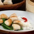 Asian style chicken with mangetout — Stock Photo