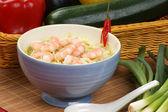 Crevettes et nouilles de style asiatique — Photo