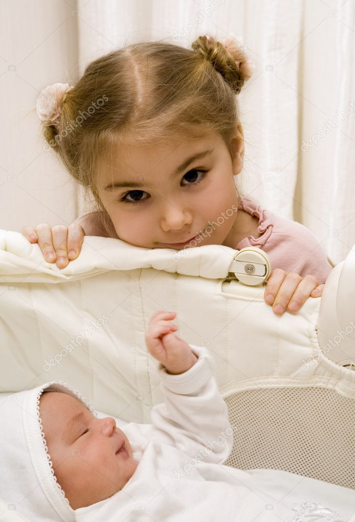 Little girl with her newborn sister — Stock Photo #1628651