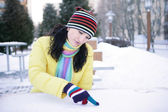 Girl wrote in the snow — Stock Photo
