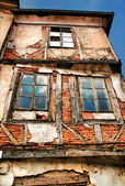 A HDR photo of an abandoned old house — Stock Photo